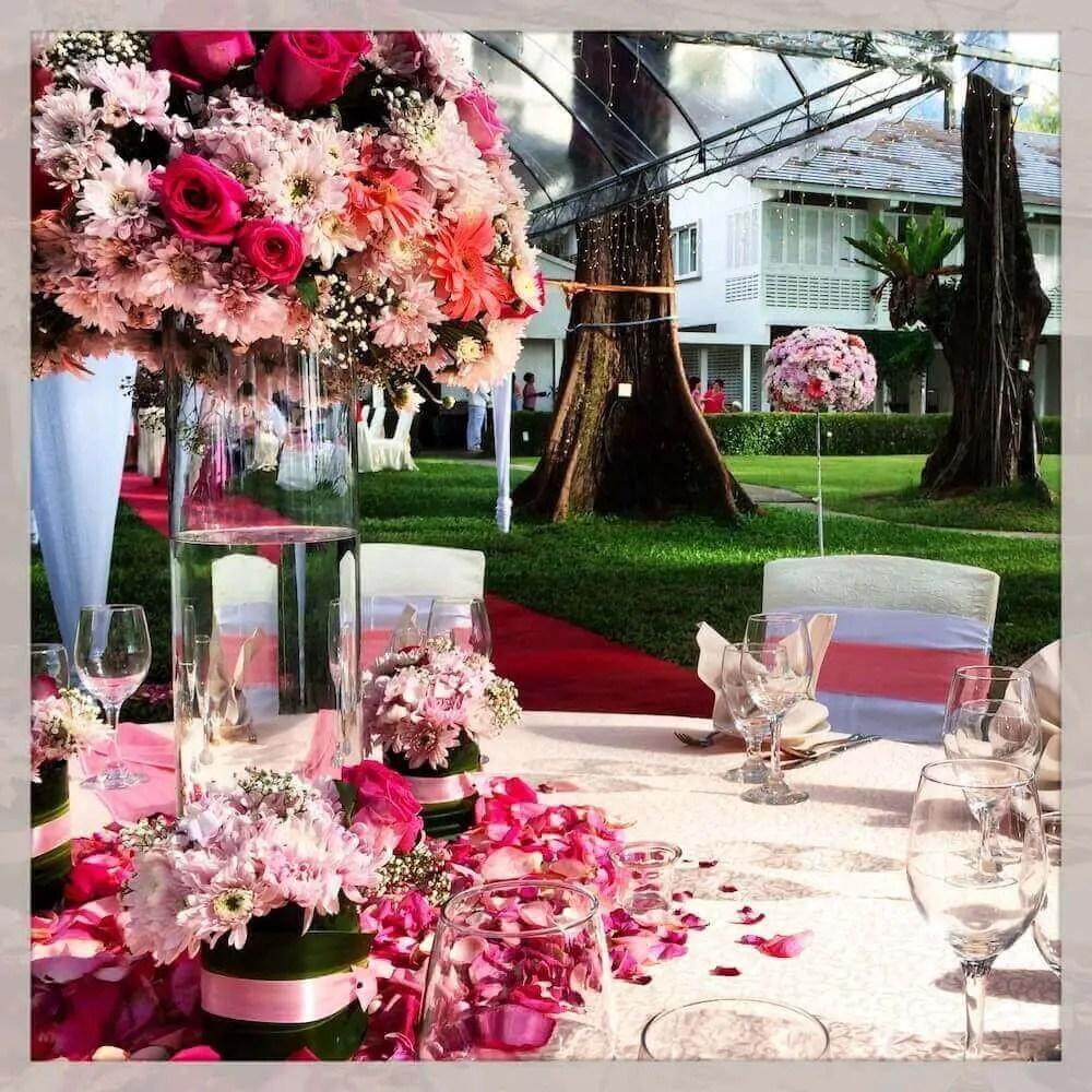 garden wedding in Lone Pine Hotel