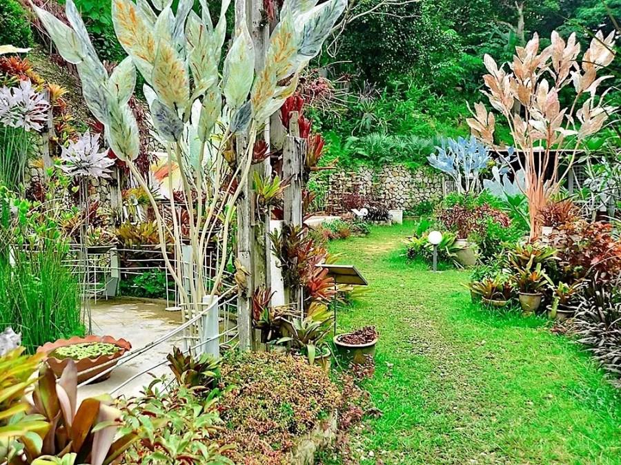 art & garden, glass sculptures in a garden