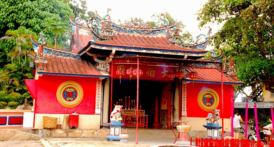 red chinese temple in penang
