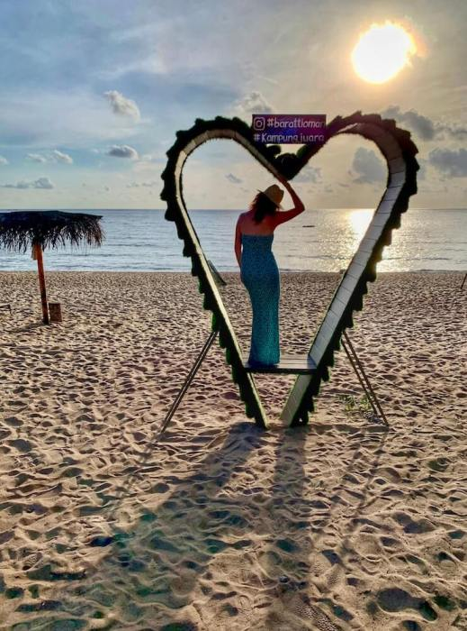 me standing in a heart on the beach:short getaway in malaysia