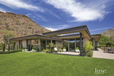 A Contemporary Mountainside Arizona Home Features Design