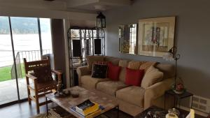 Iberian Condo living room with Lake Pend Oreille view L
