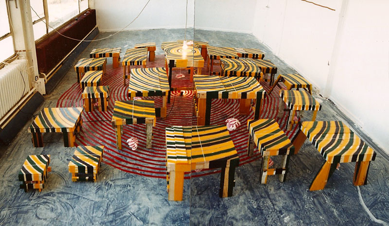 Zonder titel met tafels en cirkels