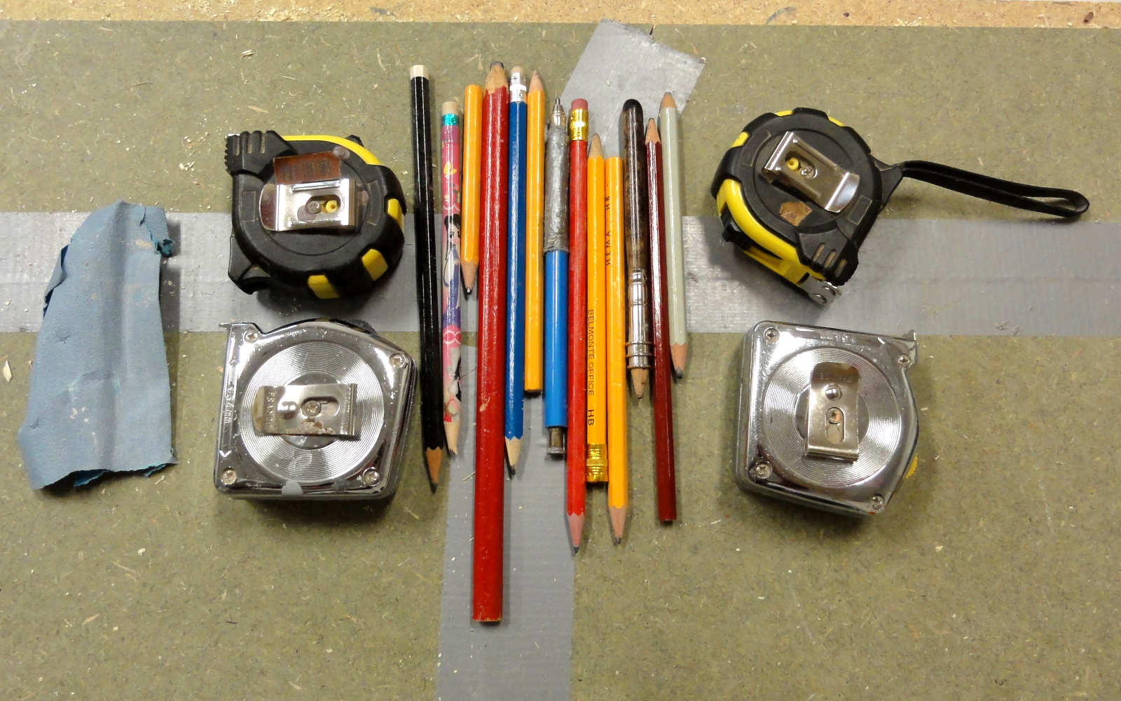 4 rolmaten, 13 potloden