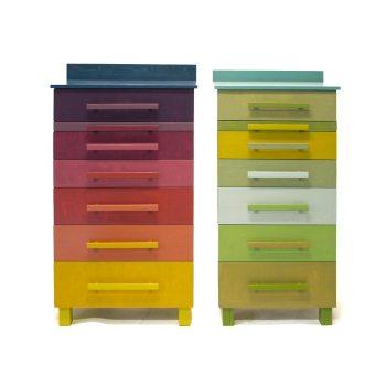 Twee kasten met negen kleuren