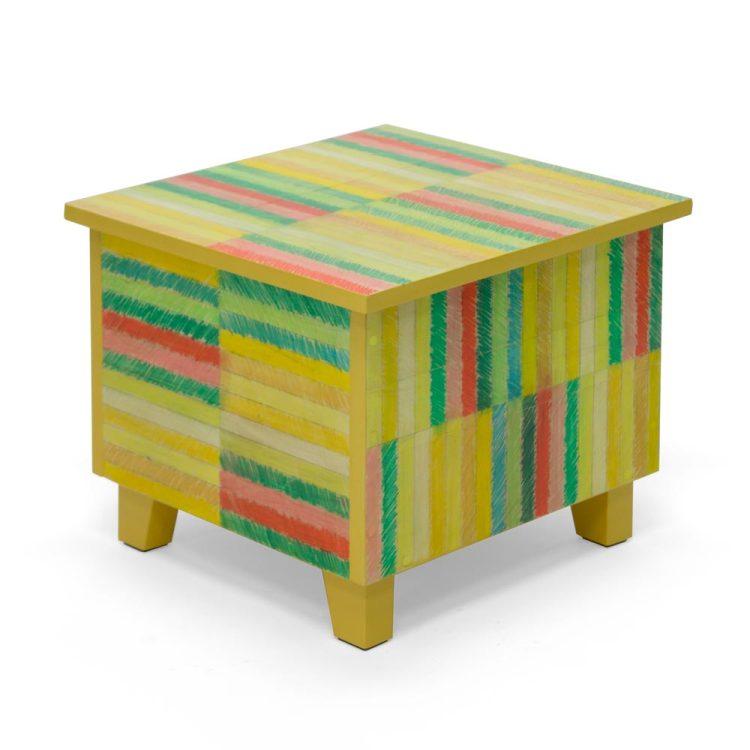 Salontafel met getekende strepen, gele versie