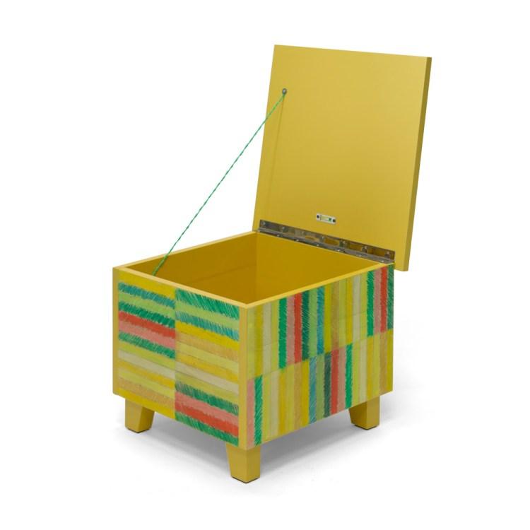 Salontafel met getekende strepen, gele versie, open klep