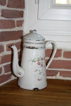 Théière vintage chinée dans une brocante