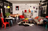 Salon retro 80's, coin salon, coin salle à manger, lettres néon