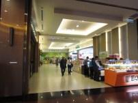 Starbucks und 7-11 im Buddha Center