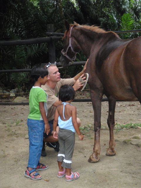 Magnar teaches Sam and Cj to groom a horse