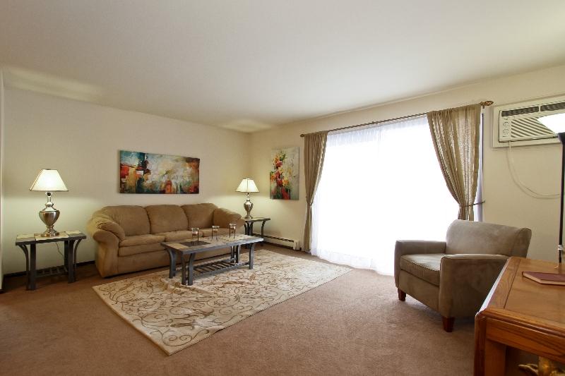 living room desighn oak and white gloss furniture photo gallery | sandridge apartments for rent in calumet ...