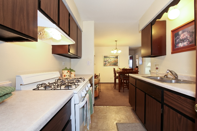 living room desighn yellow colour schemes for rooms photo gallery | sandridge apartments rent in calumet ...