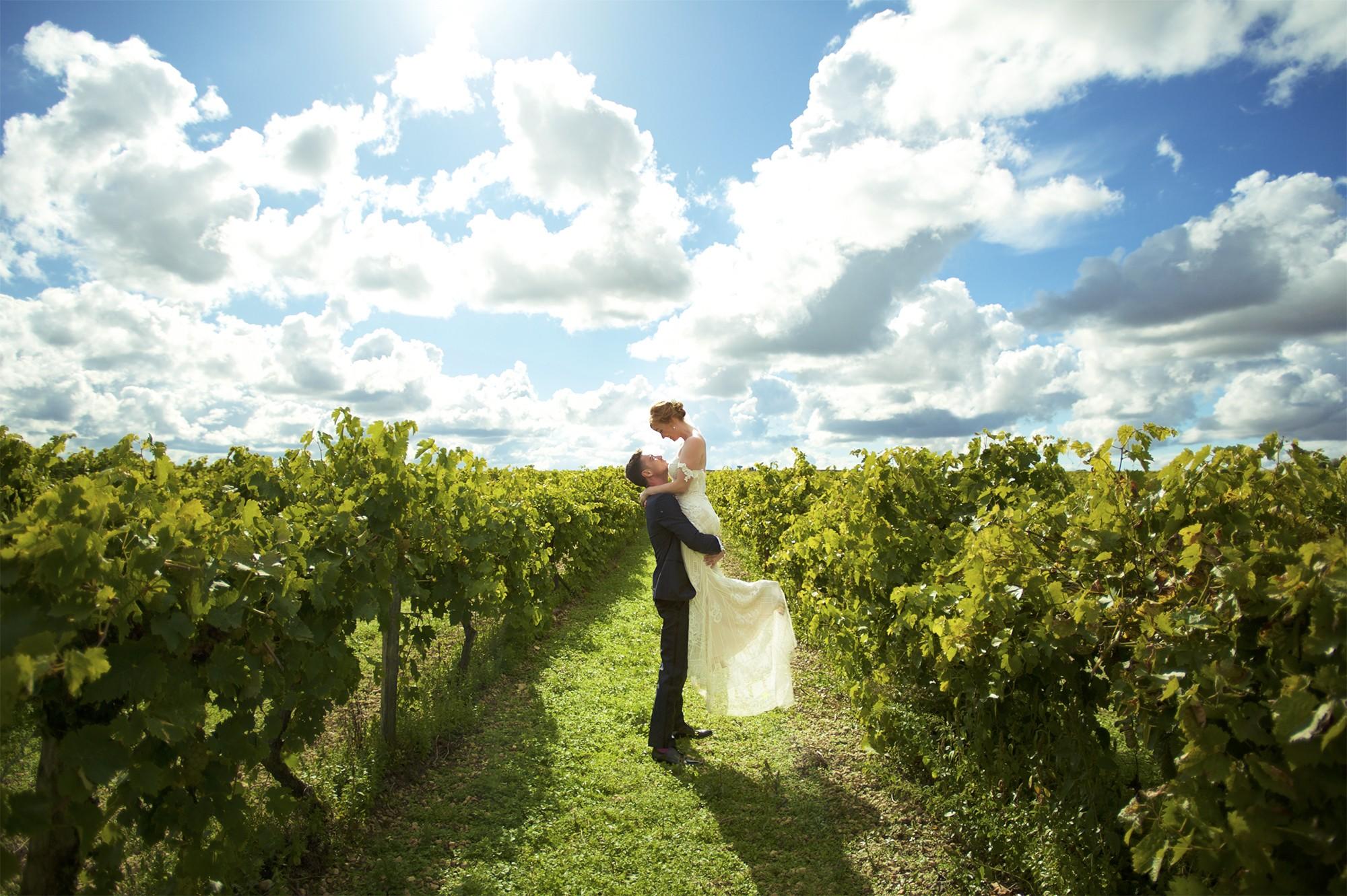 Nicolas & Claire. Leur mariage à Angoulême. Photographe de mariage en Bretagne. Destination wedding photographer.