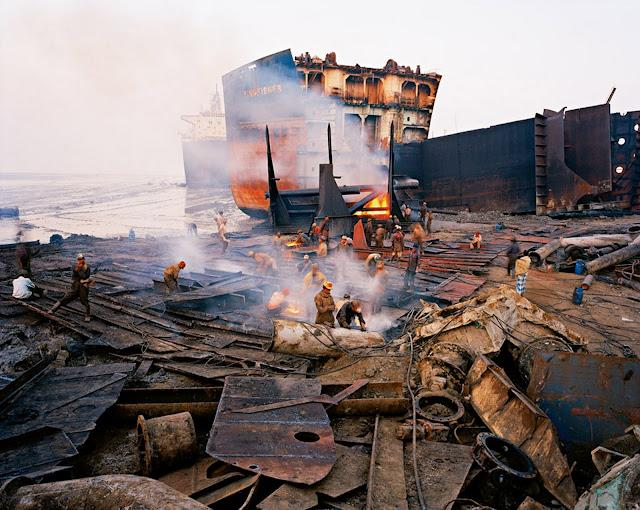 Il paesaggio industriale  Edward Burtynsky  Life in Pictures