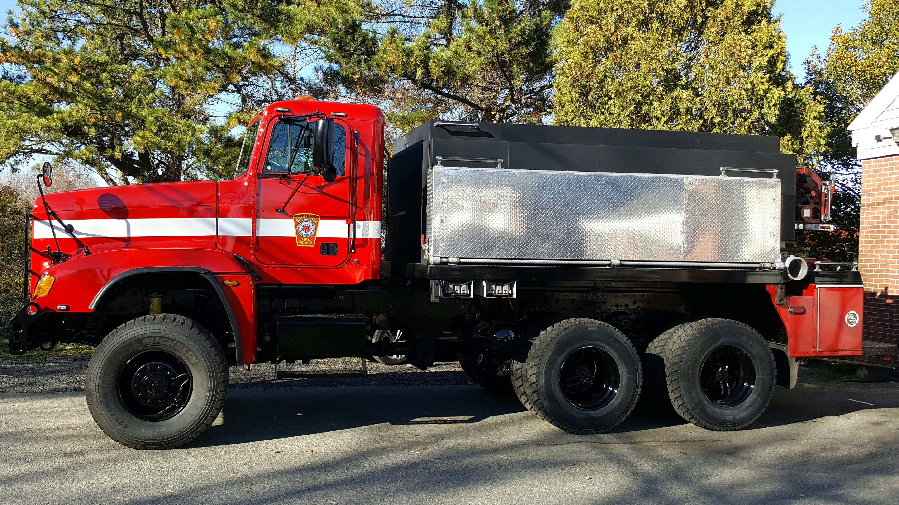 Tanker 464 gets a makeover on a 2008 Freightliner Chassis