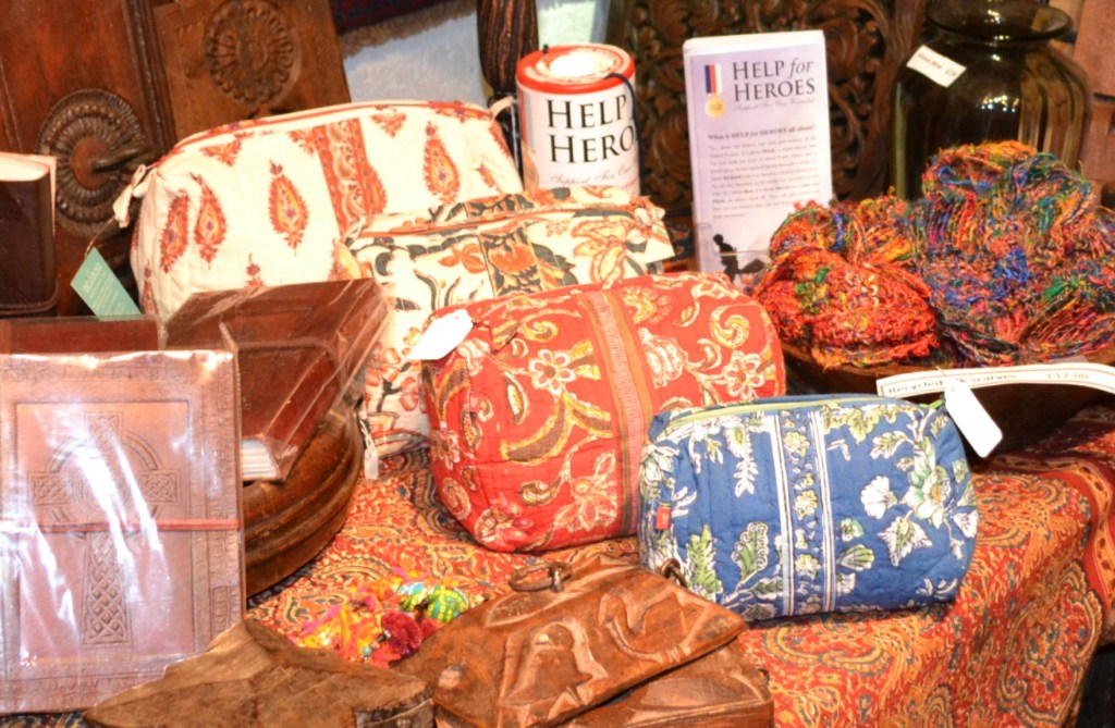Oriental design zip pouches for make up or other bit and bobs