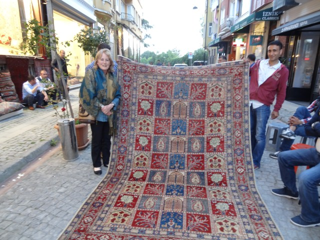 Shopping for rugs in Istanbul bazaar