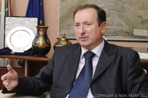 meho mahmutovic 600x398 Mahmutović odgovorio na optužbe Ugljanina:Nafilj Sejdović za vreme Ugljaninovog mandata ostavio je milion evra duga ovom preduzeću i 400.000 evra potpisanih menica za Vodovod