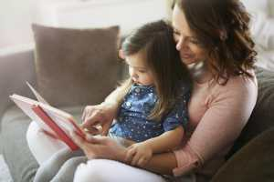 help kids read, Time only for mother and her little daughter.