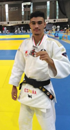 Campeón nacional kyus y cinturones negros -62kg.