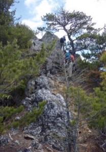 マキヨセの頭への登りは岩、岩、岩。