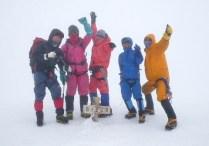 木曽駒ヶ岳山頂にて。完全にガスに巻かれる。