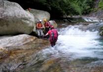 12 2段10Mの滝上渡渉は危ないので確保。