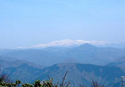白山を遠望する。
