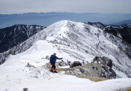 山頂に到着!南越百山を望む。