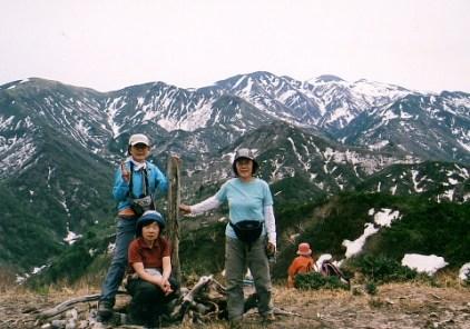 鳴谷山の山頂(白山をバックに)