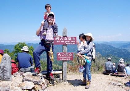 広々とした山頂。展望は360度。