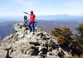 ⑩展望バツグンの御座山2112m。バックに浅間山。