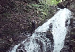 ⑨斜滝15mは左際を登る。