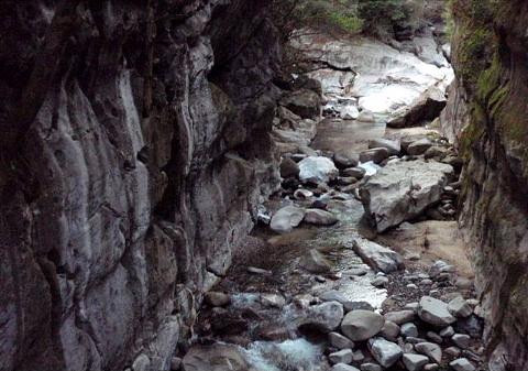 ⑬おまけ:下山途中の屏風岩を見物。