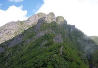 ②無名峰頂上から阿弥陀、右からP1、P2、P3、山頂
