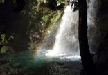 ③二の滝の朝(滝に架かる虹の美しさに感動)