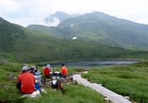 ⑨鳥海湖で休憩、素晴らしい眺望。