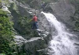 大滝を左から攻める。