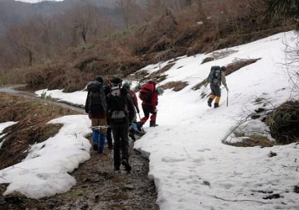 林道にも途中から雪がいっぱい