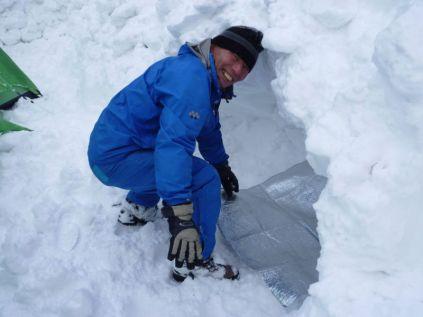 26 ザック置き用のミニ雪洞、このあと崩壊した。。