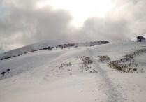 052-28 山頂を振り返る。