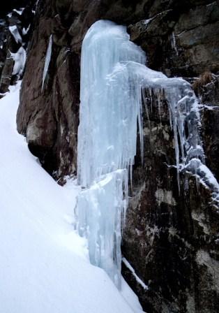 03 3ルンゼ途中にあった氷