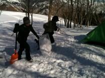 23雪を確保して水作り