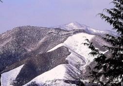 17雪に覆われた山々