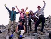 24  前穂高岳山頂にて万歳。