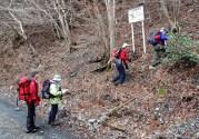 田村川林道の奥にある登山口。何も印はない。
