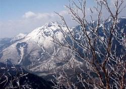 ⑦焼岳が随分低く見えます。