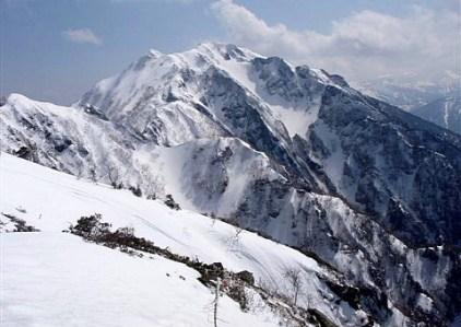 ⑨霞沢岳、山頂より望む。