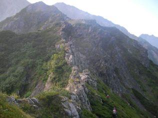 岩稜帯が続く